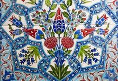 Türkisches Muster auf einer keramischen Wand in Istanbul, die Türkei lizenzfreie stockfotografie
