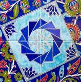 Türkisches Muster auf einer keramischen Wand in Istanbul, die Türkei lizenzfreies stockbild