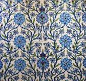 Türkisches Muster auf einer keramischen Wand in Istanbul, die Türkei stockbild