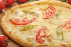 Türkisches pide mit Käsetomaten und -pfeffern lizenzfreies stockfoto