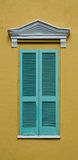 Türkisfensterläden Stockfotos