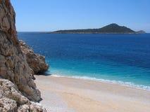 Türkismeer und sandiger Strand Stockbilder