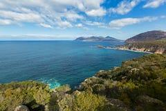 Türkiswasser des Karpfens bellt, sieht vom Kap Tourville Lighthous an Lizenzfreies Stockbild