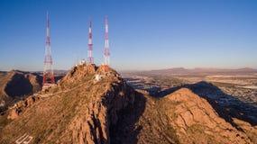 Türme auf die Oberseite der Berge Lizenzfreie Stockfotos
