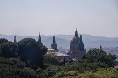 Türme und Hauben des nationalen Palastes, Barcelona stockbilder