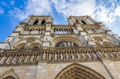 Türme und Wasserspeier von Notre Dame lizenzfreies stockbild