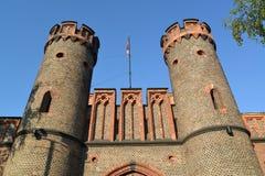 Türme von Fridrikhsburgsky-Tor, Ansicht von unten Kaliningrad Stockfoto