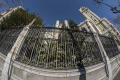 Türspionsansicht 180 des Kirchentors von San Manuel und von San Benit Lizenzfreie Stockfotos