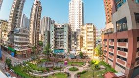 Türspionsansicht timelapse Video des Gebäudes und des Parks in Yau Ma-tei Bereich in Kowloon Hong Kong, Zeitspanne 4K stock video