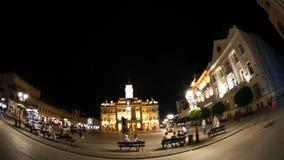 Türspionsgesamtlängenansicht Liberty Squares in Novi traurig, Serbien stock video