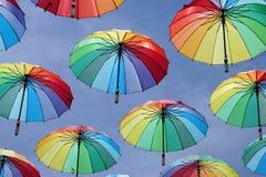 Tęcza barwi parasole fotografia stock