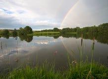 Tęcza na chmurnym niebie z rzeką Zdjęcie Royalty Free