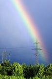 Tęcza na elektryczność pilonie Zdjęcia Royalty Free