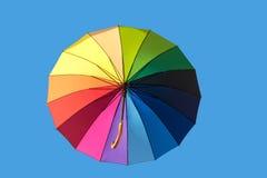 Tęcza parasol na niebie zdjęcie royalty free
