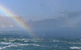 Tęcza przy Niagara Spada z tęcza mostem Obrazy Royalty Free