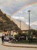 Tęcza w głównym placu Ollantaytambo obrazy royalty free
