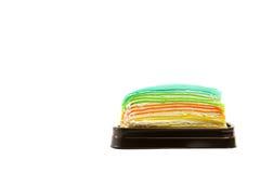 Tęczy crape tort odizolowywający na białej tło kopii przestrzeni Fotografia Royalty Free