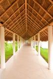 tęsk dach pokrywać strzechą pod spacerem Zdjęcie Royalty Free