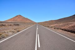 Tęsk Osamotniony Roadroad, podróżuje, kształtuje teren, natura, autostrada, pustynia, asfalt, wycieczka, podróż, Spain, wakacje,  zdjęcia royalty free