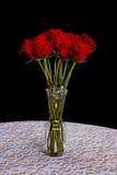 Tęsk trzonu róża w wazie Fotografia Royalty Free