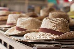 tła ścinku kapeluszu odosobnionej ścieżki słomiany biel Obrazy Royalty Free