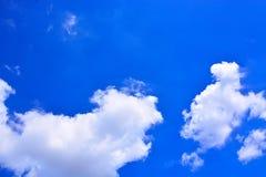 tła błękit chmurnieje niebo Obraz Royalty Free