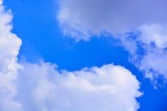 tła błękit chmurnieje niebo Zdjęcia Stock