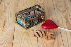 tła błękitny pudełka pojęcia konceptualny dzień prezenta serce odizolowywająca biżuterii listu życia dutki czerwień kształtował s Zdjęcie Stock