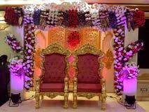 tła boutonniere karty wystroju dekoraci zaproszenia perły róże target2134_1_ biel zdjęcia stock