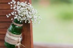 tła boutonniere karty wystroju dekoraci zaproszenia perły róże target2134_1_ biel Fotografia Stock