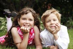 tła brata odosobniony siostrzany biel Zdjęcie Royalty Free