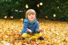 tła chłopiec śliczny odosobniony trochę nad portreta biel Obraz Stock