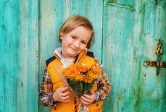 tła chłopiec śliczny odosobniony trochę nad portreta biel Fotografia Stock