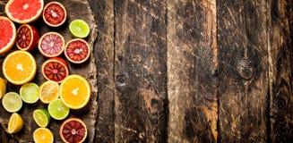 tła cytrus przygotowywający tekst Świeża cytrus owoc Na tnącej desce Zdjęcie Royalty Free