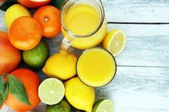 tła cytrus przygotowywający tekst Asortowana świeża cytrus owoc Cytryna, pomarańczowy wapno, grapefruitowy Fotografia Royalty Free