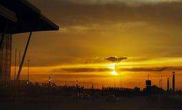 tła czarny kolorowa projekta zaćmienia ilustracja słoneczna Sumaryczny słoneczny zaćmienie nad miastem obrazy royalty free