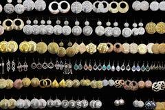 tła czarny uszaty złocisty pierścionków srebro Obraz Stock