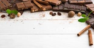 tła czekolady zakończenie odizolowywał kawałki w górę rozmaitości biel Obrazy Royalty Free