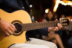 tła czerń koncerta ciemności gitary gitarzysta odizolowywał gracz sylwetkę Zdjęcie Stock