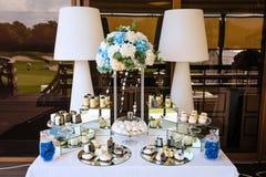 tła dekoraci szczegółu eleganci kwiatu zaproszenia faborku ślub Wyśmienicie cukierki na cukierku bufecie Słodki wakacyjny bufet zdjęcie royalty free