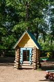 tła dom odizolowywający zabawkarski biały drewniany Obraz Royalty Free
