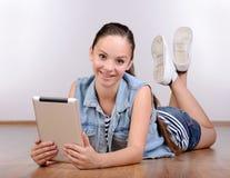 tła dziewczyna nad krótkopędu pracownianym nastolatka biel Obrazy Royalty Free