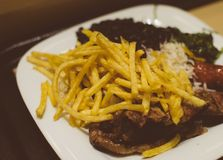 tła hamburgeru serowego kurczaka pojęcia ogórka głęboki rybiego jedzenia smażący dżonki sałaty kanapki pomidor drewniany Zdjęcia Royalty Free