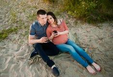 tła kobieta w ciąży piękny popielaty Fotografia Stock