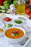 tła kuchni ostrości pomarańcz paella czerwoni ryżowi selekcyjni spanish wine gazpacho obraz stock