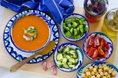 tła kuchni ostrości pomarańcz paella czerwoni ryżowi selekcyjni spanish wine gazpacho zdjęcie stock