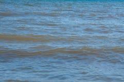 Tła morze, ocean, kipiel macha na plaży fotografia royalty free