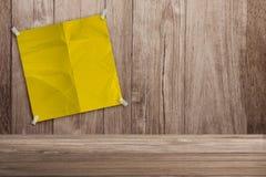 tła nutowego papieru drewniany kolor żółty Zdjęcie Royalty Free