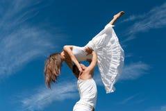 tła pary dancingowi wolności nieba potomstwa Obrazy Stock