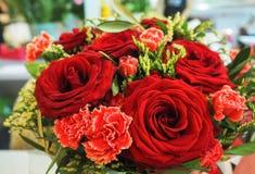 tła pięknego bukieta odosobnione czerwone róże biały Zdjęcie Stock
